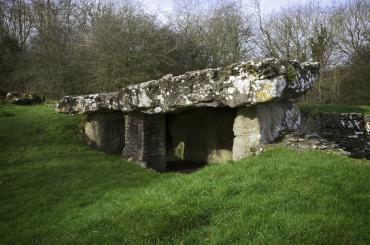 Siambr Gladdu Tinkinswood/Tinkinswood Burial Chamber