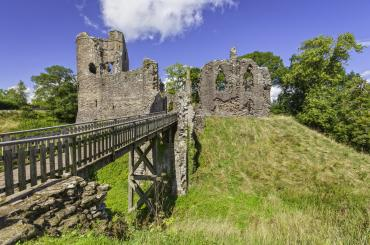 Castell Grysmwnt/Grosmont Castle